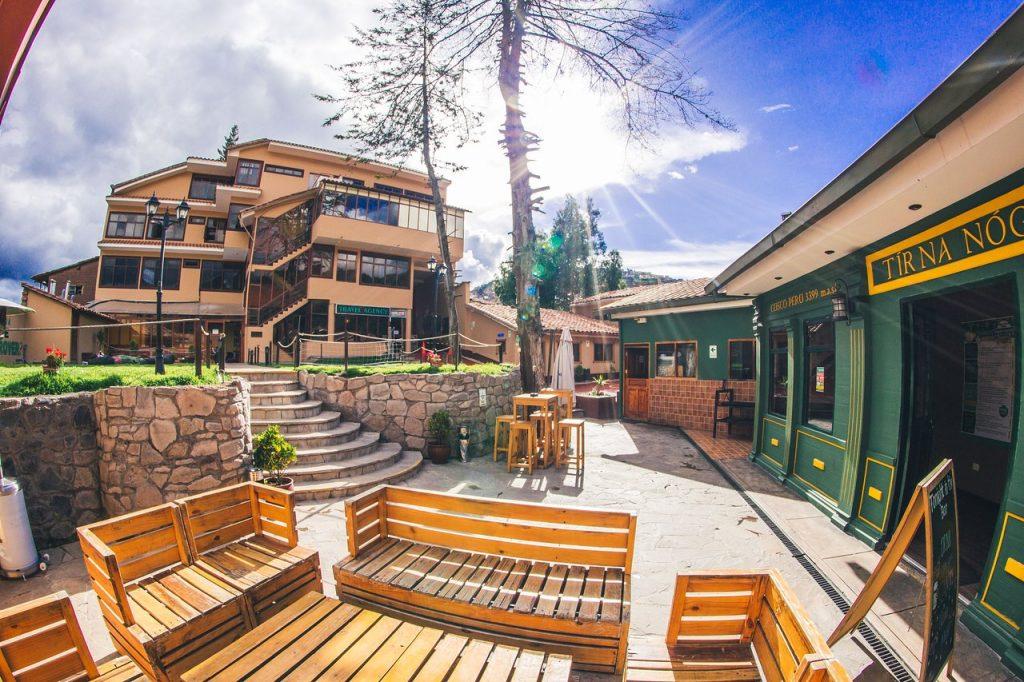 Wild Rover Hotel